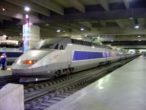 800px-TGV_train_inside_Gare_Montparnasse_DSC08895